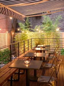 Un restaurante o sitio para comer en Pod 51
