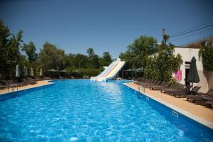 The swimming pool at or close to Jardin Park Hotel