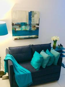 A seating area at Cozy Blue House