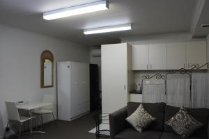 A seating area at Box Hill Studio Apartment 2