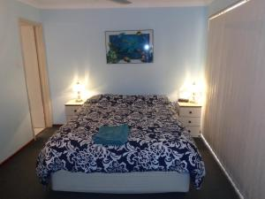 A bed or beds in a room at Denison Waterfront