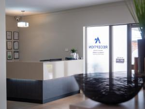 The lobby or reception area at Airport Admiralty Motel