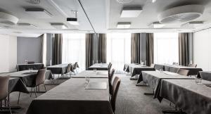 Un restaurante o sitio para comer en AMERON Luzern Hotel Flora