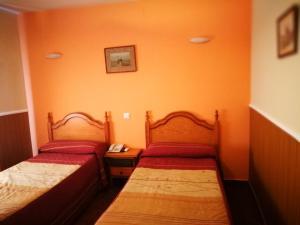 Кровать или кровати в номере Hostal Hueso