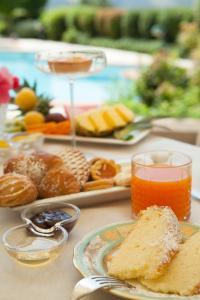 Breakfast options available to guests at Relais Santa Chiara Hotel