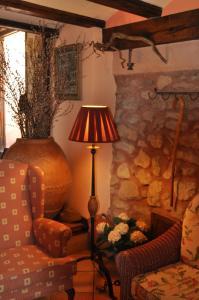 A seating area at Hotel la Casa del Abuelo