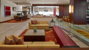 The lounge or bar area at Ottawa Marriott Hotel