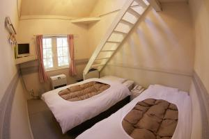 A bed or beds in a room at Hakuba Sun Valley Hotel