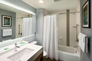 A bathroom at Hyatt Place Biloxi