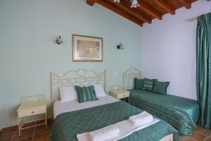 En eller flere senger på et rom på Skiathos Island Suites