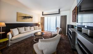 A seating area at Hotel Nikopolis