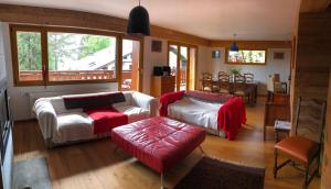 A seating area at Appartement Crans Montana