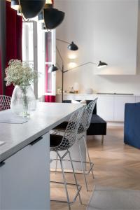 Kuchyň nebo kuchyňský kout v ubytování Erkel Boutique Apartment–Chic flat by Market Hall