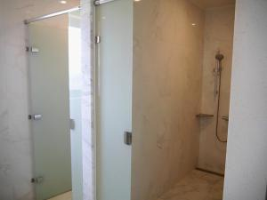 A bathroom at Venice Seaview Hotel