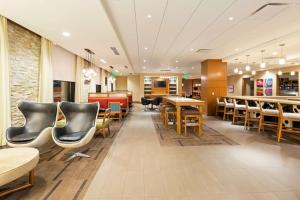 The lounge or bar area at Hyatt Place Nashville Downtown