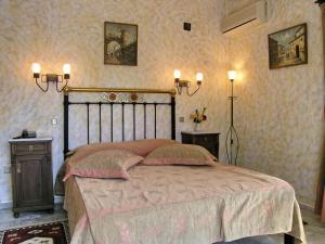 Ένα ή περισσότερα κρεβάτια σε δωμάτιο στο Ξενοδοχείο Mytilana Village