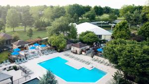 A view of the pool at Lexington Griffin Gate Marriott Golf Resort & Spa or nearby