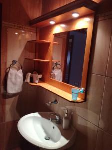 A bathroom at Tosis Apartments