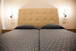 A bed or beds in a room at Sunny Suites