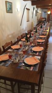 Restaurant ou autre lieu de restauration dans l'établissement chevrerie de la huberdiere