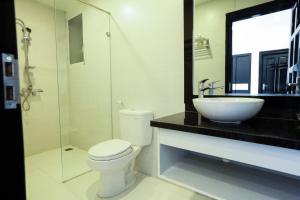 Ein Badezimmer in der Unterkunft Hanoi Starlight Hotel