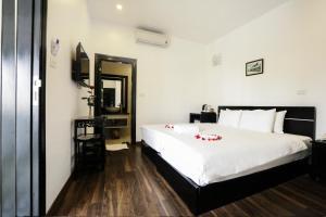 Ein Bett oder Betten in einem Zimmer der Unterkunft Hanoi Starlight Hotel