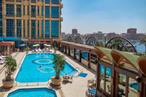 منظر المسبح في  فندق وكازينو فورسيزونز فرست ريزيدنس القاهرة او بالجوار