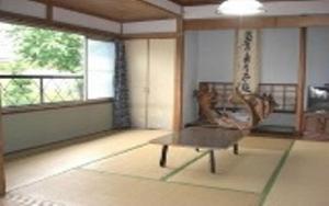 A seating area at Minshuku Fugakuso