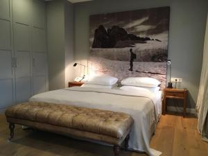 A bed or beds in a room at Strandhotel Margaretha