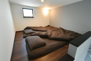 A bed or beds in a room at Sangenjaya Apartment