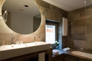Bagno di Hotel Neri – Relais & Chateaux