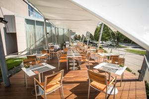 A restaurant or other place to eat at Quality Hotel Brno Exhibition Centre