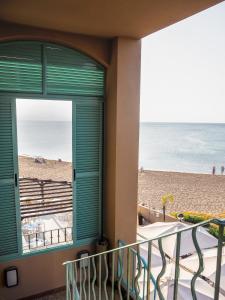 A balcony or terrace at Hotel Noguera Mar