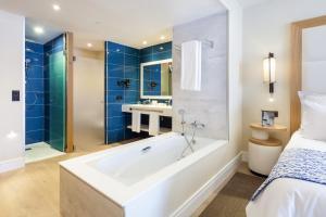 Salle de bains dans l'établissement Gran Tacande Wellness & Relax Costa Adeje