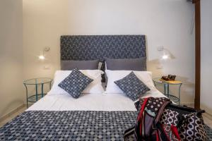 A bed or beds in a room at Rosa Magra Guest House
