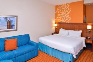 A bed or beds in a room at Fairfield Inn & Suites Orlando Ocoee