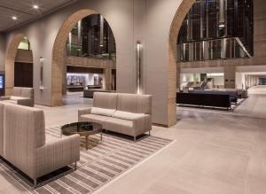 The lobby or reception area at Hyatt Regency Schaumburg Chicago