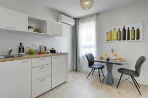 Una cocina o zona de cocina en D&A Amphitheatre Apartments