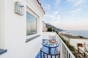 Uma varanda ou terraço em La Divina Amalfi Coast