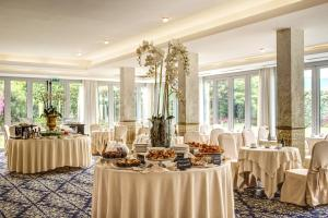 A restaurant or other place to eat at Grand Hotel Imperiale Resort & SPA