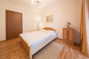 Кровать или кровати в номере Kvart-Hotel Gorky Park