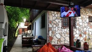 Un televizor și/sau centru de divertisment la Bohemian Spirit, Vama Veche