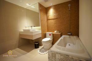 Ванная комната в Zand Morada Pattaya