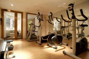 The fitness center and/or fitness facilities at Le Général Hôtel