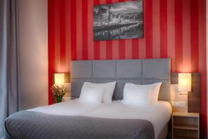 A bed or beds in a room at Focus Hotel Premium Gdańsk