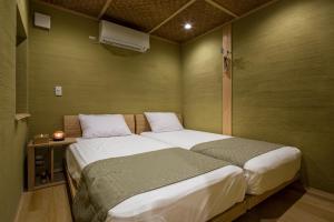 Kusamakura Kyoto Kawaramachi房間的床
