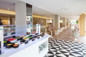 Een restaurant of ander eetgelegenheid bij Tigotan Lovers & Friends Playa de las Americas - Adults Only (+18)