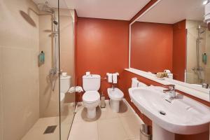 A bathroom at Hotel Porto Santo & Spa