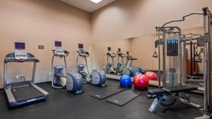 The fitness center and/or fitness facilities at Best Western New Oregon Motel