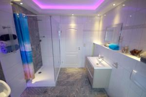 A bathroom at Pension / Zimmervermietung Wasbek